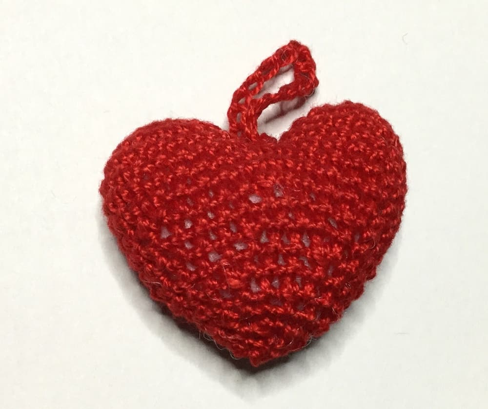 Einfache Herzen häkeln- ein schnelles last-Minute Valentinstags DIY | 837x1000