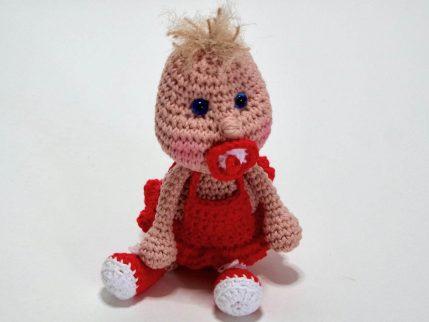 Amigurumi häkeln kostenlos: Puppe Knirps kostenlos, sitzend