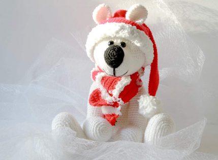 Kuschelbär Bärtram mit Weihnachtsmütze und Schal