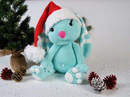 Häkelanleitung Weihnachtlicher Hase