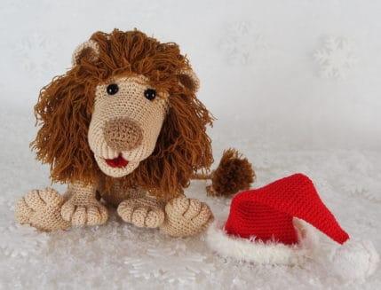 Weihnachtslöwe Rudi mit Mütze, Häkelanleitung