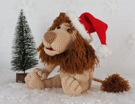 Weihnachtslöwe Rudi ist ganz lieb. :) Häkelanleitung
