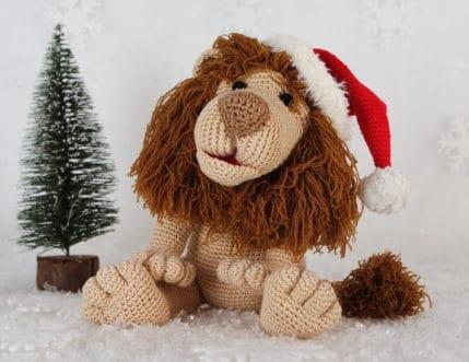 Weihnachtslöwe Rudi freut sich seines Lebens, Häkelanleitung