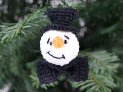 Häkeln: Schneemann-Anhänger für den Weihnachtsbaum oder zum Stecken
