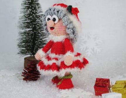 Dieses Jahr hilft Wilma Weihnachtsmann ihrem Mann beim Päckchen austeilen. Häkelanleitung