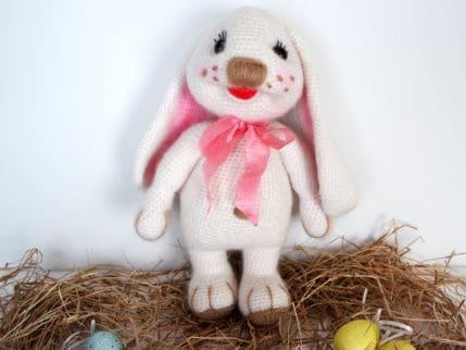 Anleitung: Für die Kleinen einen Osterhasen zum Osterfest häkeln